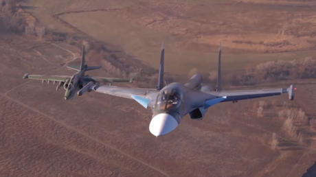 WATCH Russia's Su-25 & Su-34 flying together in stunning close-up video