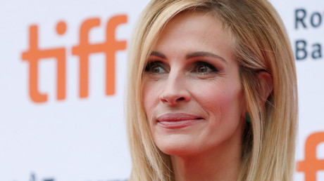 Big mistake! Newspaper writes about Julia Roberts' 'holes' in hilarious typo
