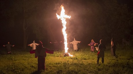 Parents outraged after children hit the stage in KKK costumes in Arizona