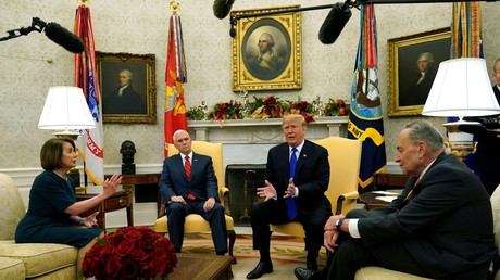US President Donald Trump and Vice President Mike Pence meet with House Speaker designate Nancy Pelosi (D-CA) and Senate Minority Leader Chuck Schumer (D-NY) at the White House. © Reuters / Kevin Lamarque