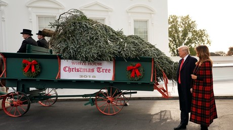 Grinch Trump steals Christmas (party) from journalists