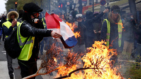 Tale of two uprisings: Ukraine's Maidan got McCain & cookies, French Yellow Vests get shunned