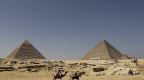 Porno pyramid posers: Egypt investigates nude couple PHOTO from iconic site (EXPLICIT)