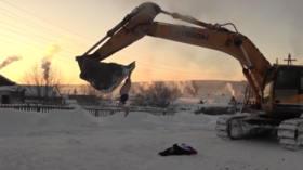 Siberian carousel: Man in underwear holds on tight as excavator spins him around in -37°C (VIDEO)