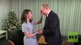 17yo Regina, survivor of rare blinding disease, INTERVIEWS Putin in wish-fulfilling meeting (VIDEO)