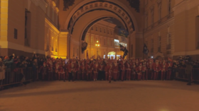 Thousands take part in epic Santa race in heart of St. Petersburg (VIDEO)