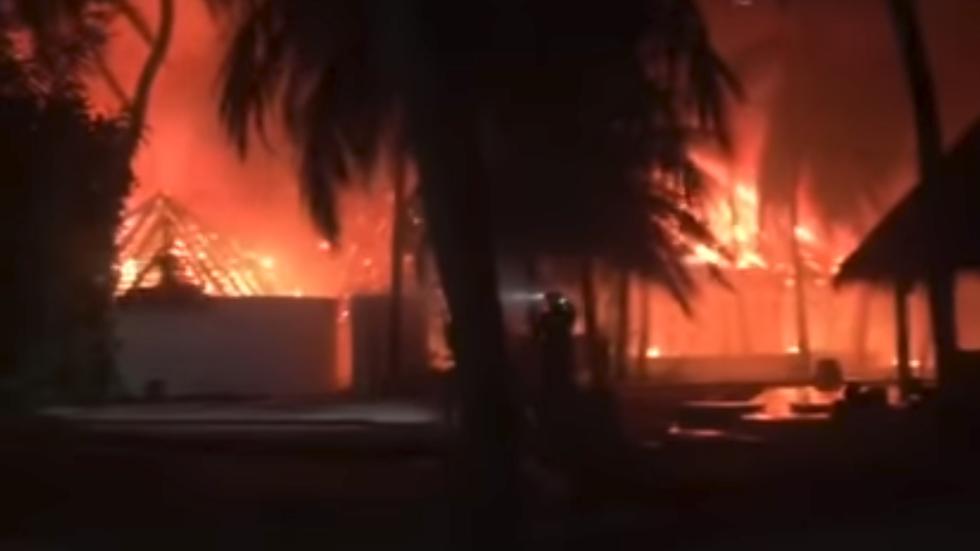 Giant inferno devours luxury 'rustic-chic' Maldives resort (VIDEOS)