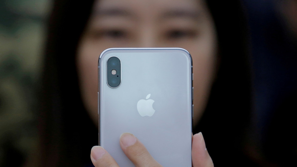 Apple iPhone sales look $9bn worse than expected, CEO blames China & cheap batteries