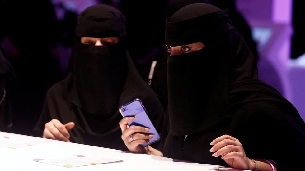 Secret divorce is history now! Saudi women to learn they're single again via…SMS?!