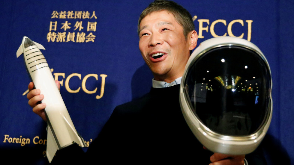Eccentric Japanese billionaire earns retweet world record with $92mn giveaway