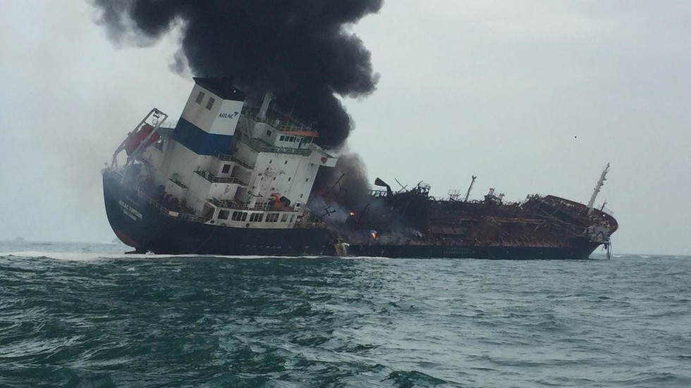 At least 1 killed as oil tanker catches fire in Hong Kong, rescue op under way (PHOTOS)
