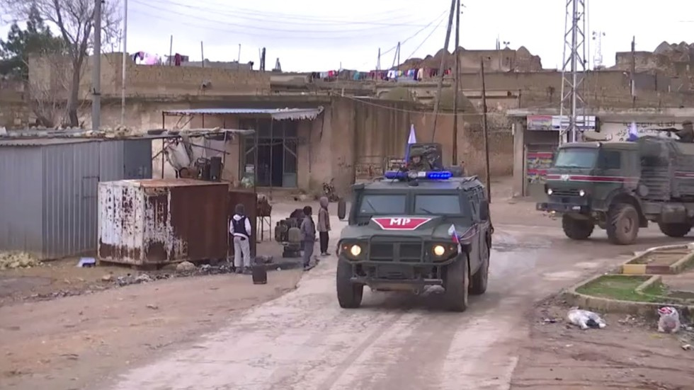 Russian military police begin patrolling Syria's Manbij area