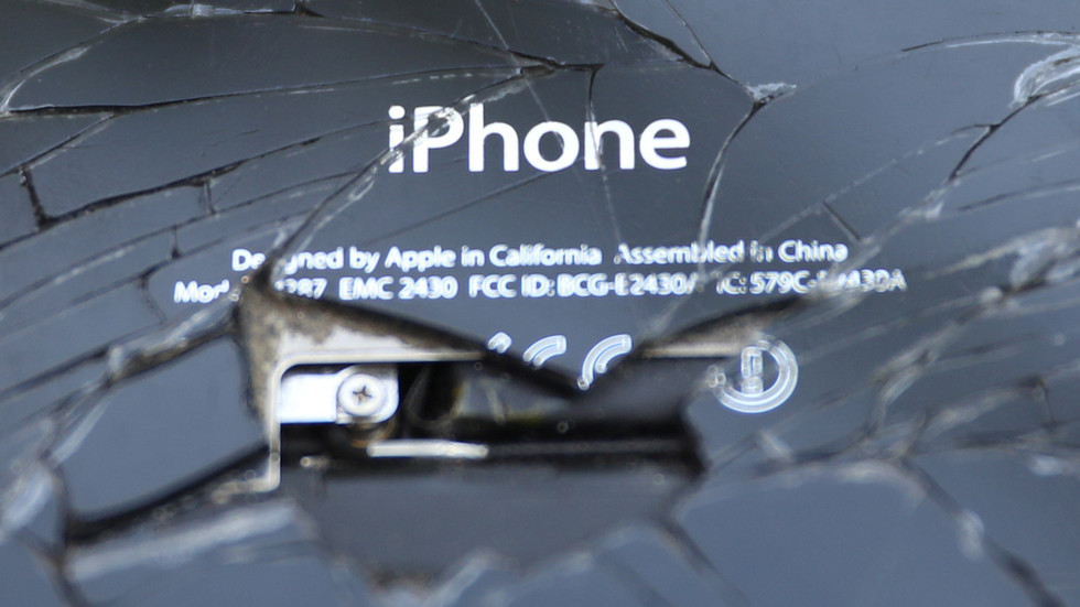Borked batteries & surprise albums: The iPhone's wild ride from innovation to ignominy