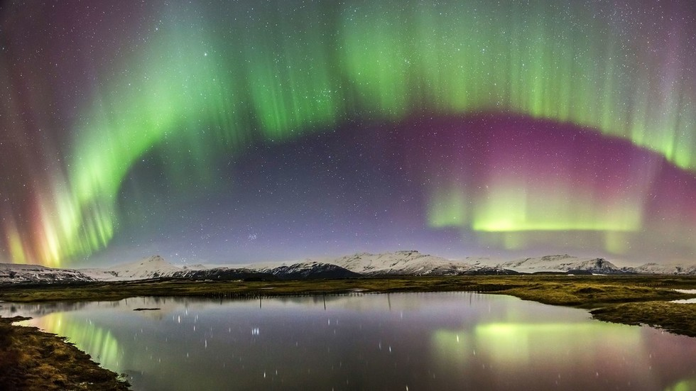 Earth's magnetic field is mysteriously acting up, pushing North Pole towards Siberia
