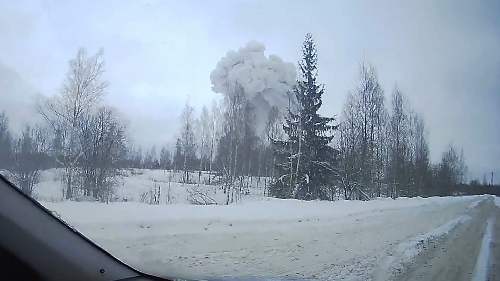 Dashcam VIDEO shows HUGE BLAST that injured 4 at Russian chemical factory