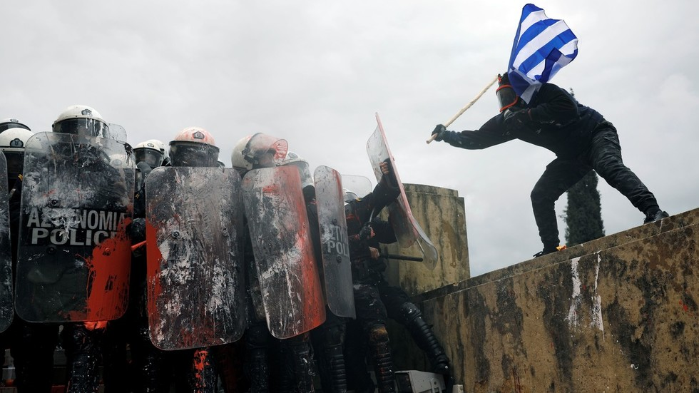 Athens police fire tear gas at protesters as 1000s rally against Macedonia name-change deal