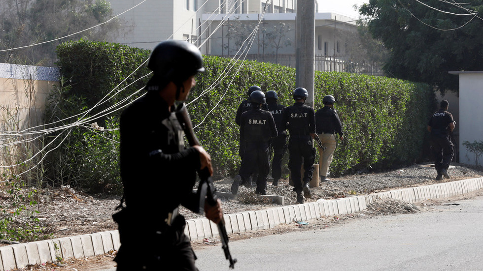 Pakistani officers gun down 4 people, incl. 13-year-old girl, claiming they were 'terrorists'