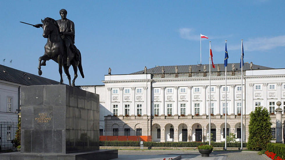 Man tried to ram gate of Presidential Palace in Warsaw