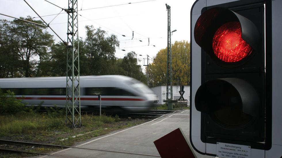 Bomb threat at Frankfurt train station, hundreds evacuated – police