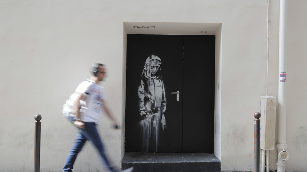 Banksy artwork at scene of Paris terrorist target, Bataclan, stolen