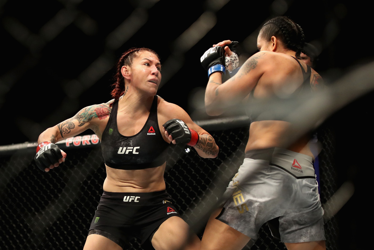 Watch Joe Rogan react to Amanda Nunes KOing Cris Cyborg