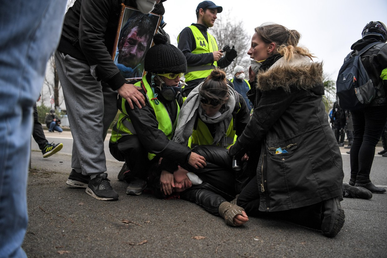 French Gilets Jaunes: Ministry broken into amid fresh protests