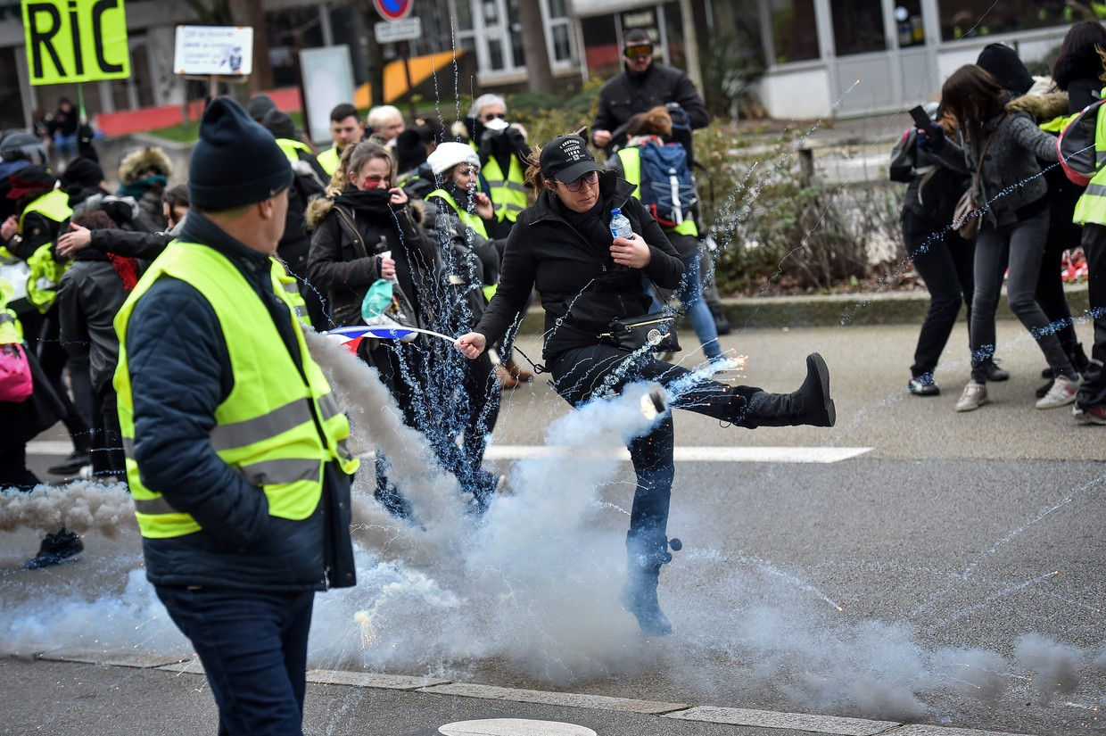 'Yellow vest' protesters storm ministry in Paris