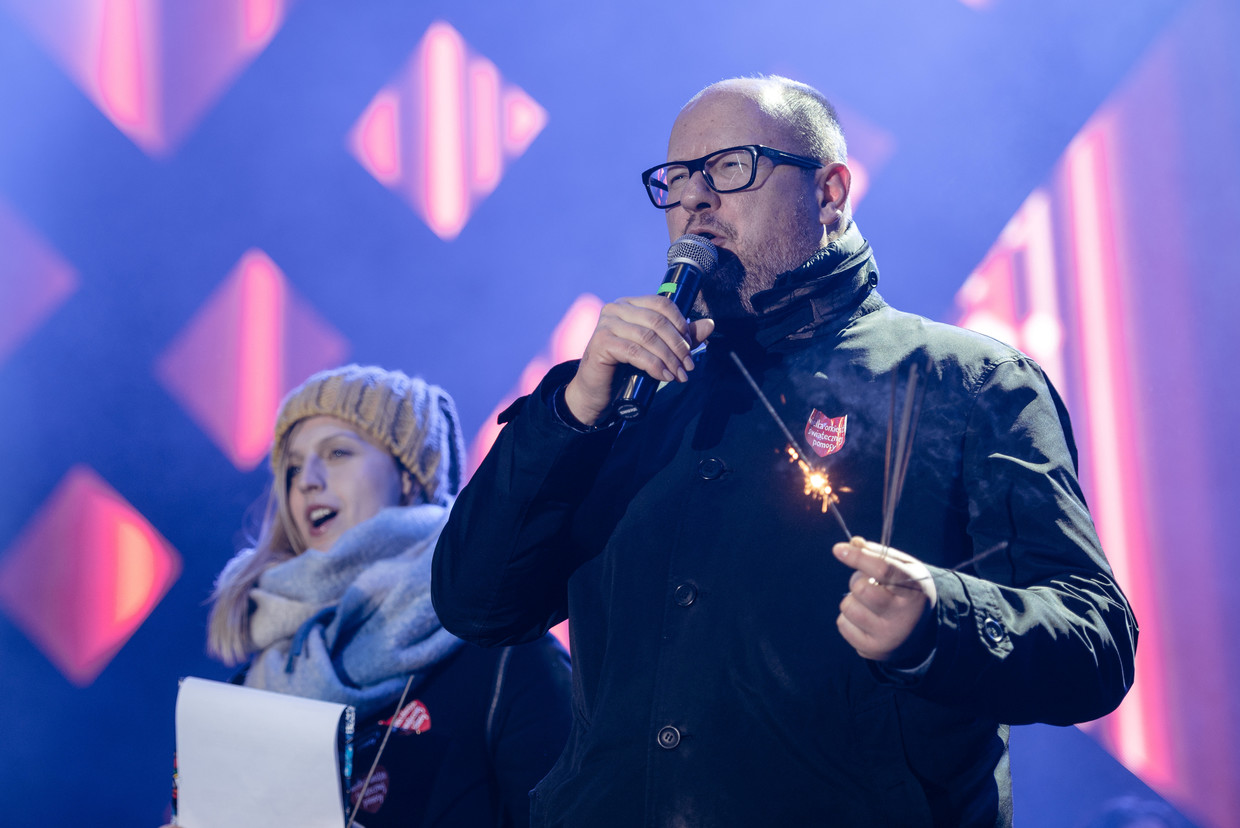 Poland mayor in very serious condition after being stabbed on stage