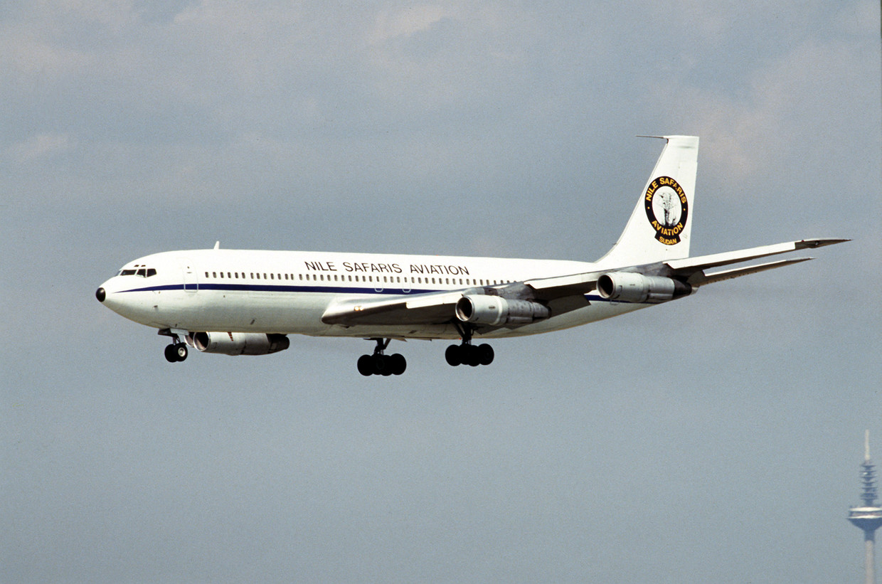 Iranian Boeing 707 crashes during landing near Payam Airport | International Flight Network