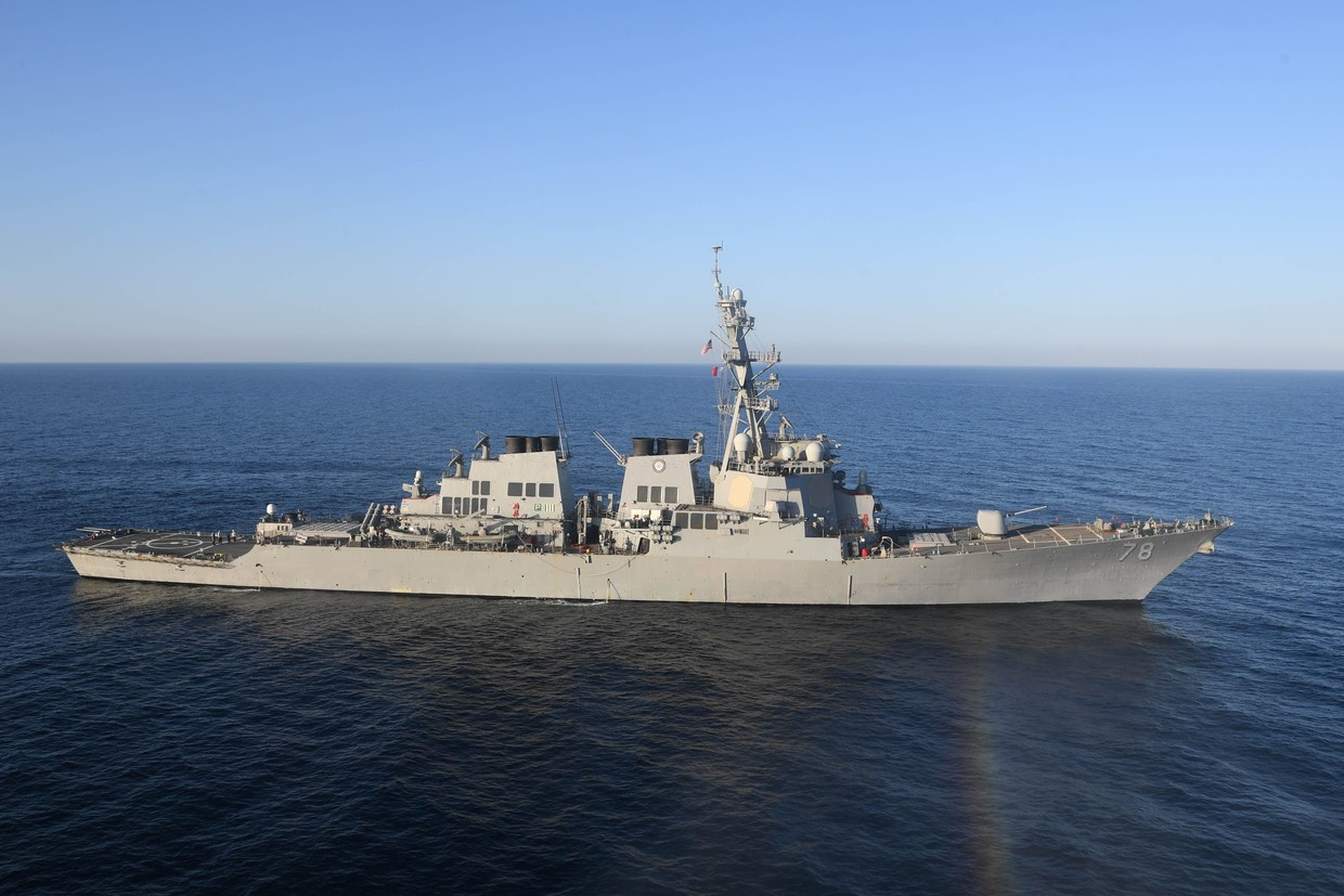 Russian Warships Observe, Escort Two US Destroyers in Baltic Sea