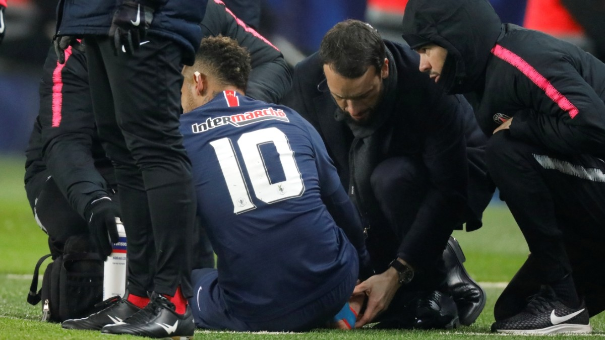 PSG worry after Neymar leaves injured and crying