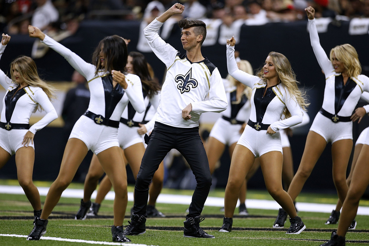 Super Bowl to include men in cheerleading squad for first time