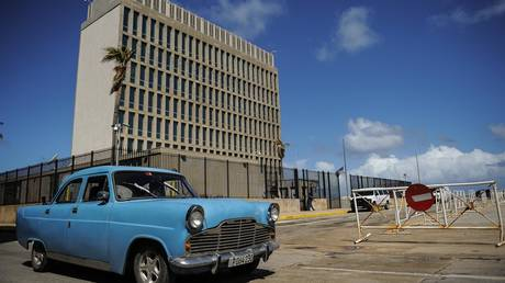 FILE PHOTO: The US embassy in Cuba, where mysterious 'attacks' on US embassy staff were reported © AFP / Yamil Lage