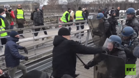 5c34abebdda4c88c1f8b4621 'Occupy Paris': Man rallies travelers behind police-beating boxer in VIDEO threat to Macron
