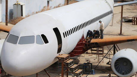Scale modeling gets real: Chinese man builds life-size Airbus A320 replica (VIDEO)