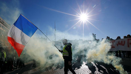 Frenchman jailed for 6 months for attempting organize Yellow Vest protest