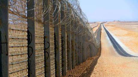 A section of the fortified Egypt/Israel border wall © Wikipedia