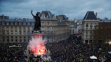 'Yellow Vest' protesters gather at the Place de la Republique in Paris © Reuters / Stephane Mahe
