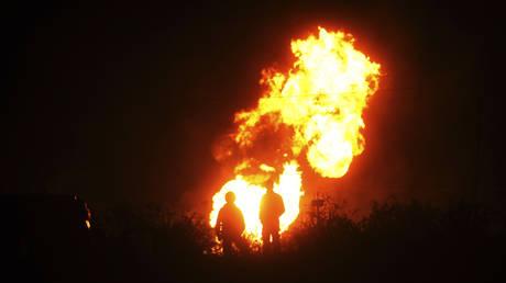 Pipeline explosion kills 20, burns 50+ in central Mexico (VIDEO)