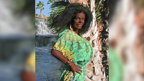 White glamor model, who identifies as black, hoping for black or 'milk chocolate' baby