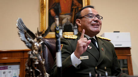 5c4d3408dda4c8db208b4576 Venezuelan military envoy to US denounced as 'traitor' by Caracas after breaking with Maduro govt