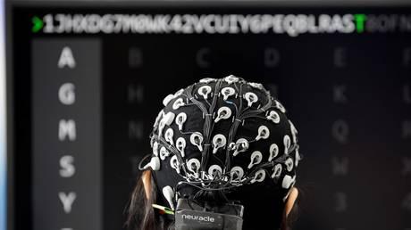 imagen de Archivo de una Interfaz Cerebro-Ordenador (BCI) concurso en el Mundo del Robot de la Conferencia (WRC), en Beijing, China, el 17 de agosto de 2018.