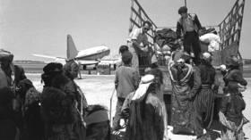 Iraqi Jews leaving Lod airport (Israel) on their way to ma'abara transit camp, 1951 © GPO Israel