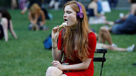 Real ladies don't lick ice cream, Istanbul municipality says in etiquette course