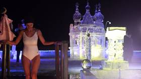 Bikini-clad girls, celebs & politicians: WATCH Russians descend into frigid water on Epiphany