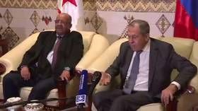 Watch Russian Foreign Minister Lavrov 'shake hands' with microphone during Algeria meeting (VIDEO)