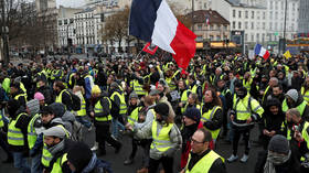 Yellow is the night: Defiant Gilets Jaunes plan 1st nocturnal protest in Paris