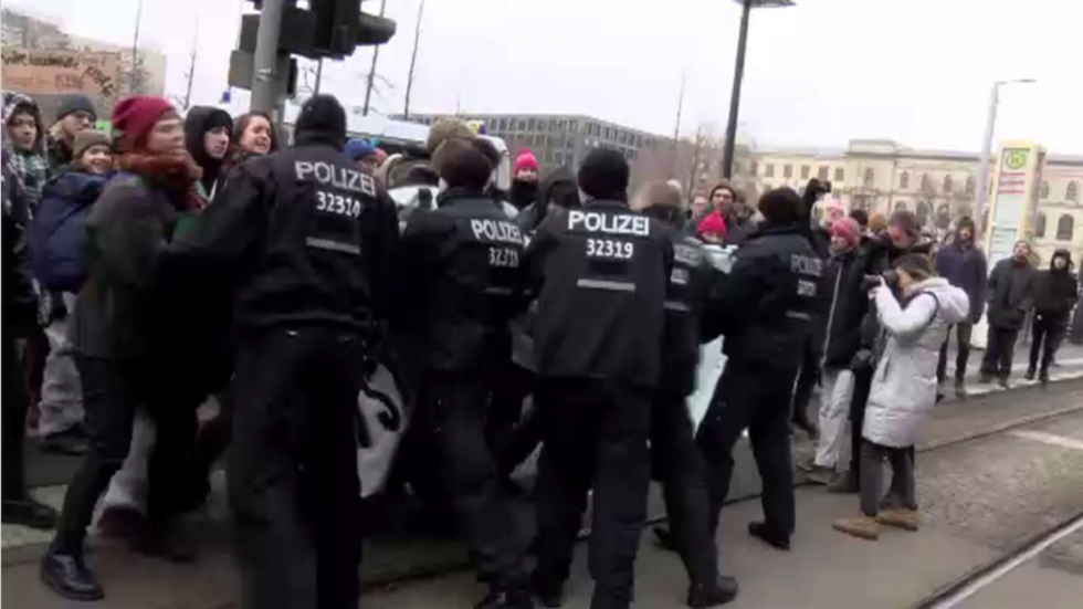 German police drag anti-coal activists during standoff outside Economy Ministry in Berlin