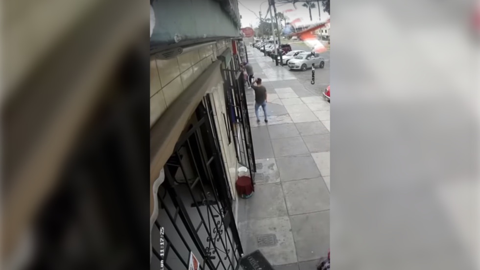 Quick-thinking pilots narrowly avoid disaster during crash landing on Lima city streets