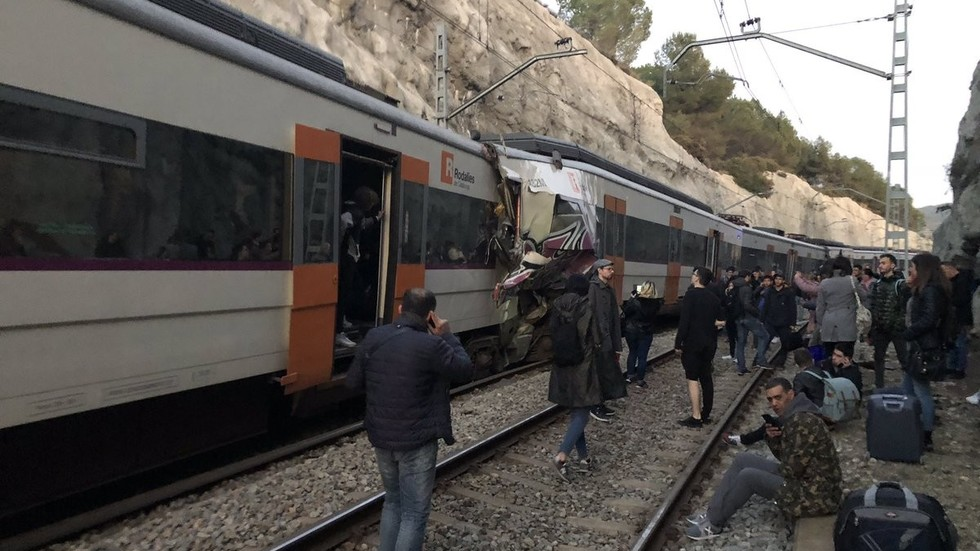 At least 1 dead, dozens injured as two trains crash head-on in Catalonia (PHOTO, VIDEO)